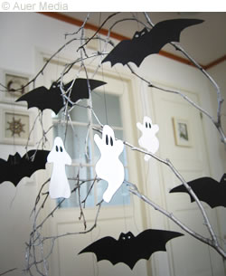 Halloween crafts, Halloween decoration spooky tree, printable bat template and ghosts